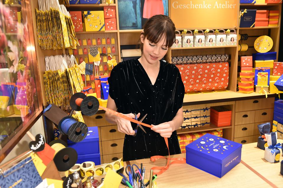 L'Occitane En Provence Christmas Store Event In Munich