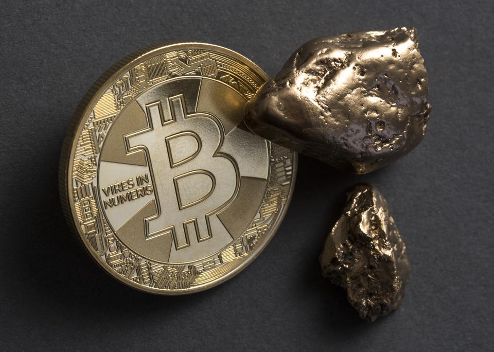 Bitcoin or gold, what is the better crisis currency? Bitcoin (physically) and gold nuggets.