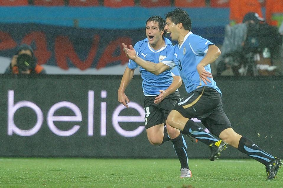 Uruguay's striker Luis Suarez (R) celebr