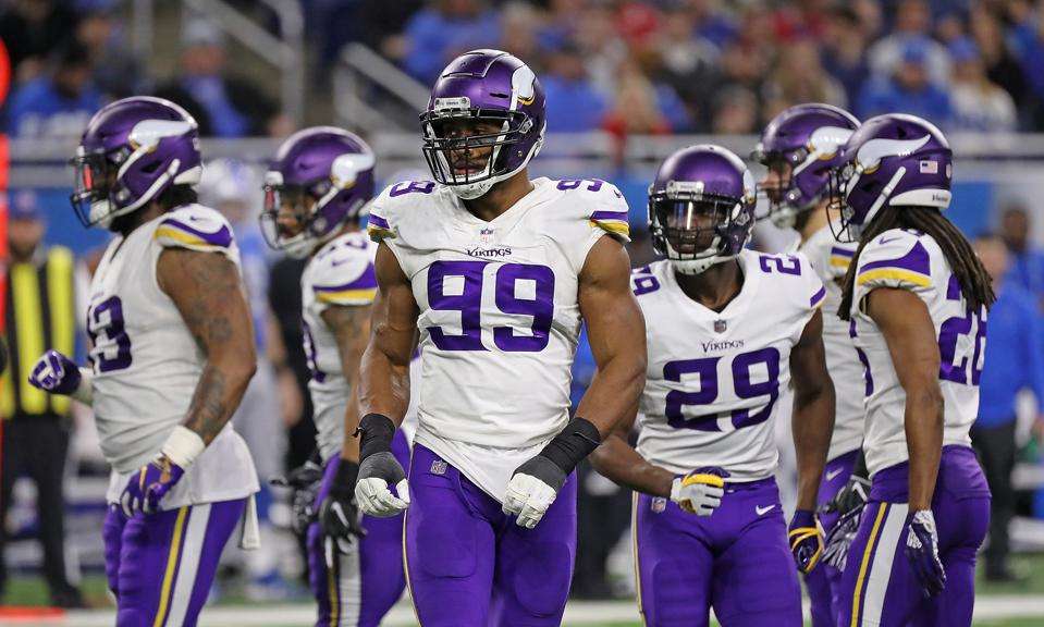 Defensive Battle Between Vikes and Bears Will Decide NFC North Title