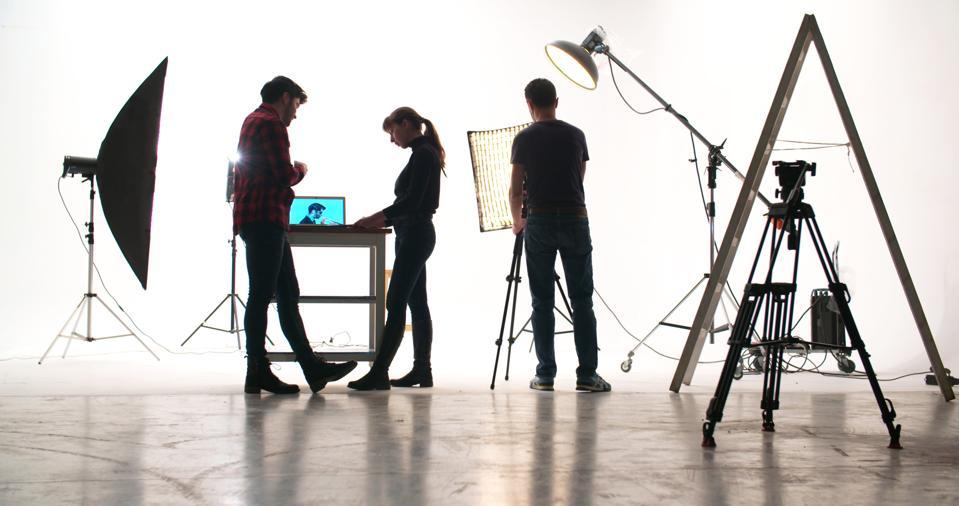 Filmas apkalpe studijā