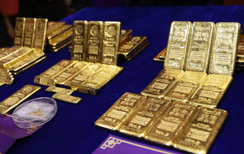 Gold bullion are seen at  opening ceremony on debut of Year of Rooster and accreditation ceremony of three new gold refineries at The Chinese Gold and Silver Exchange Society in Sheung Wan. 01FEB17 SCMP / Xiaomei Chen