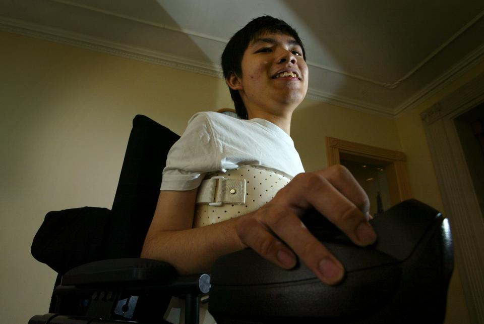Lai Chung-yin, 17years-old, who is suffering from muscle disease (DMD) Duchenne muscular dystrophy. 27 OCTOBER 2003
