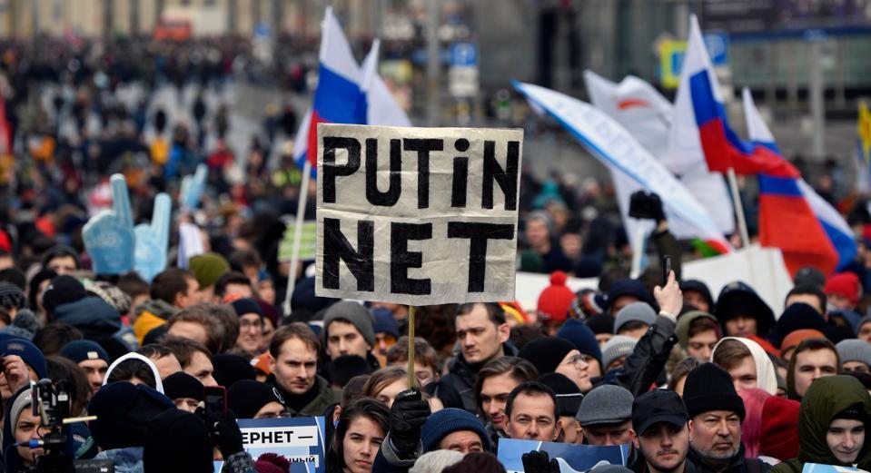TOPSHOT-RUSSIA-POLITICS-INTERNET-DEMO