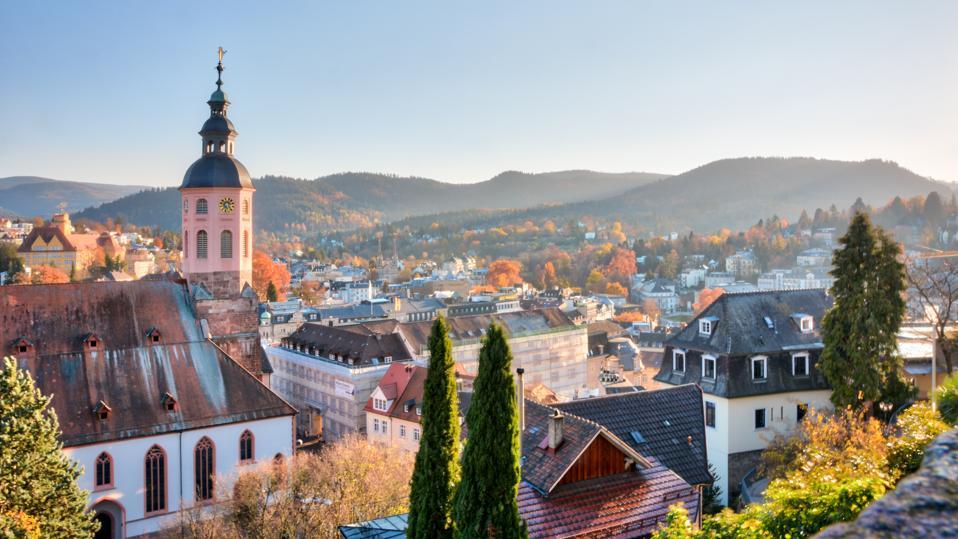 Vue sur la ville de Baden-Baden, une célèbre ville touristique du sud-ouest de l'Allemagne.