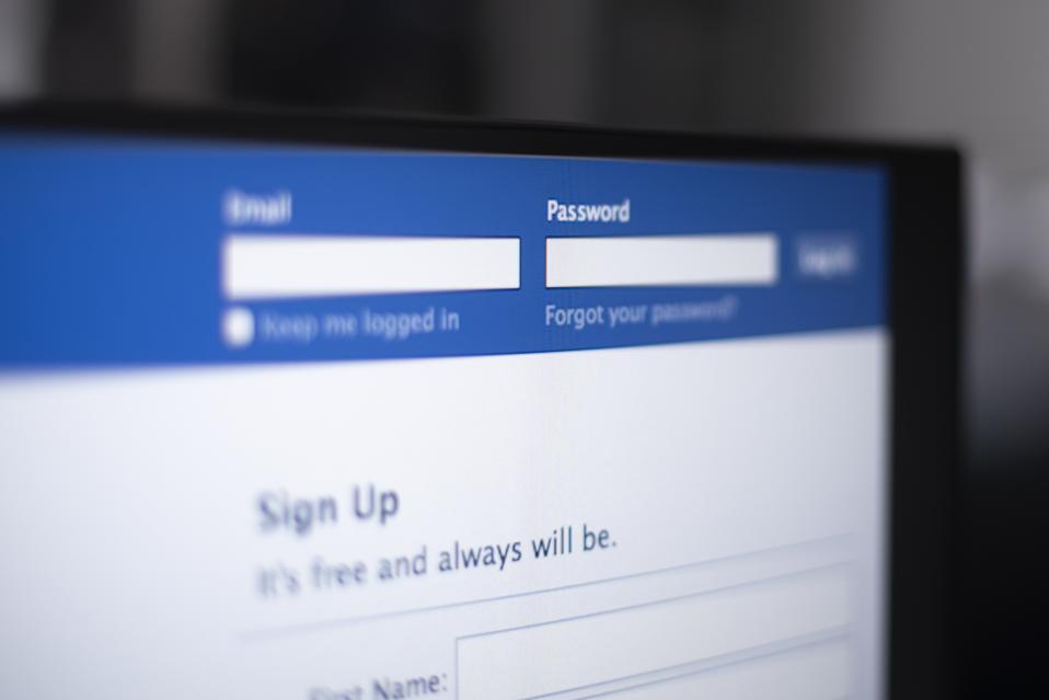 Facebook, Instagram Restored After Server Configuration Outage