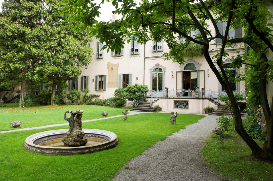 Italy, Lombardy, Milan, Casa Atellani is the fifteenth century where Leonardo da Vinci lived and in the garden was his vineyard.  Page fifteen and bramantesco.