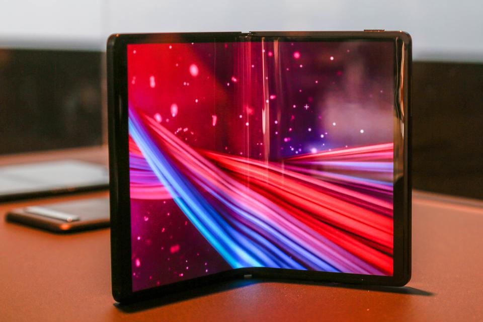 TCL Foldable Phone Can Beat Motorola Razr With Two Features