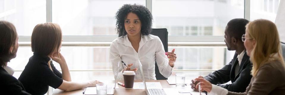 Horizontal photo african female boss talking at corporate meeting