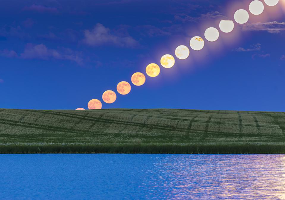 The rising Full Moon of June