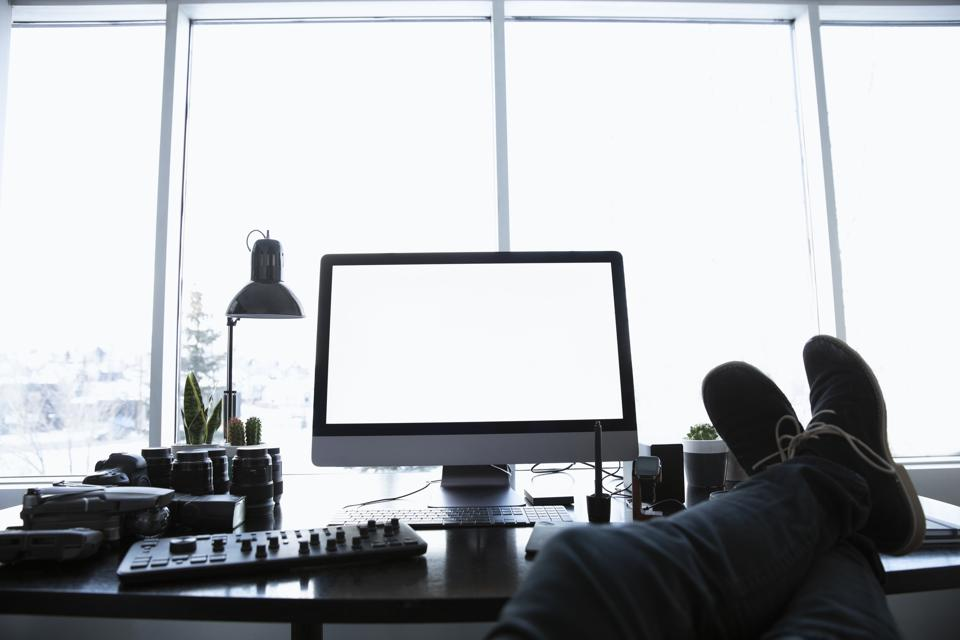 A Quick Guide To Staging Your Transition To Remote Work This Year