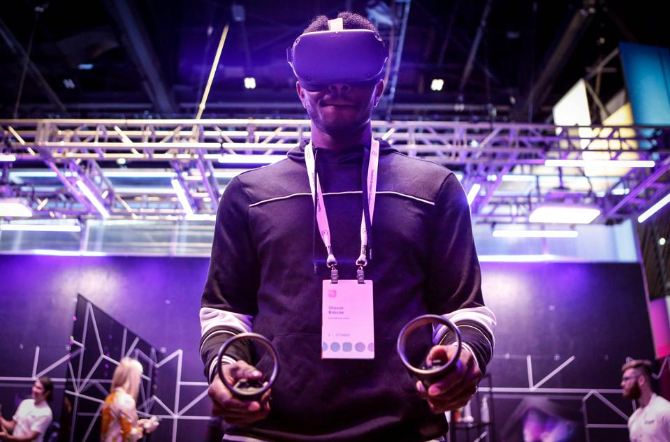 An attendee tries out the new Oculus Quest at the Facebook F8 Conference at McEnery Convention Center in San Jose, California, on April 30, 2019. - Got a crush on another Facebook user? The social network will help you connect, as part of a revamp unveiled Tuesday that aims to foster real-world relationships and make the platform a more intimate place for small groups of friends. (Photo by Amy Osborne / AFP)        (Photo credit should read AMY OSBORNE/AFP via Getty Images)