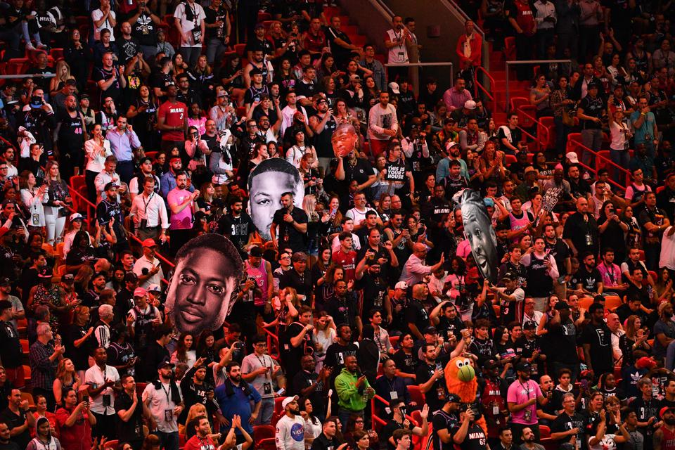 Miami Heat fans give Dwyane Wade a proper send-off in his final home game of his career.
