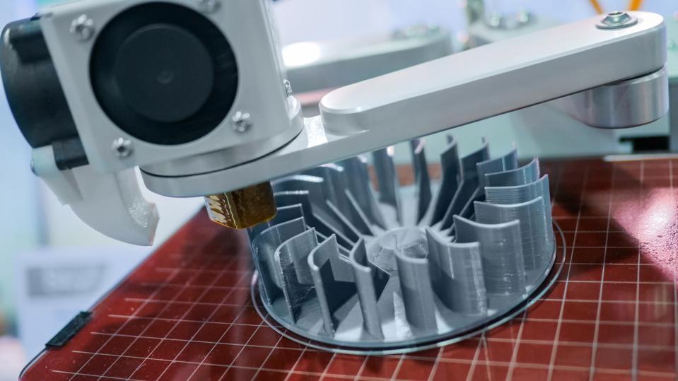 3D manufacturing printer during work