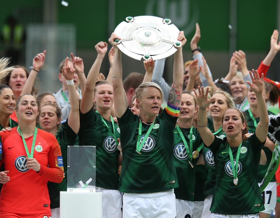 VfL Wolfsburg v Turbine Potsdam - Allianz Frauen-Bundesliga
