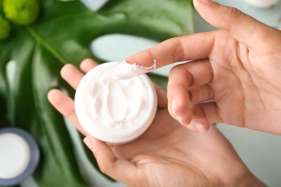 How to Use Embryolisse Lait-Crème Concentré?