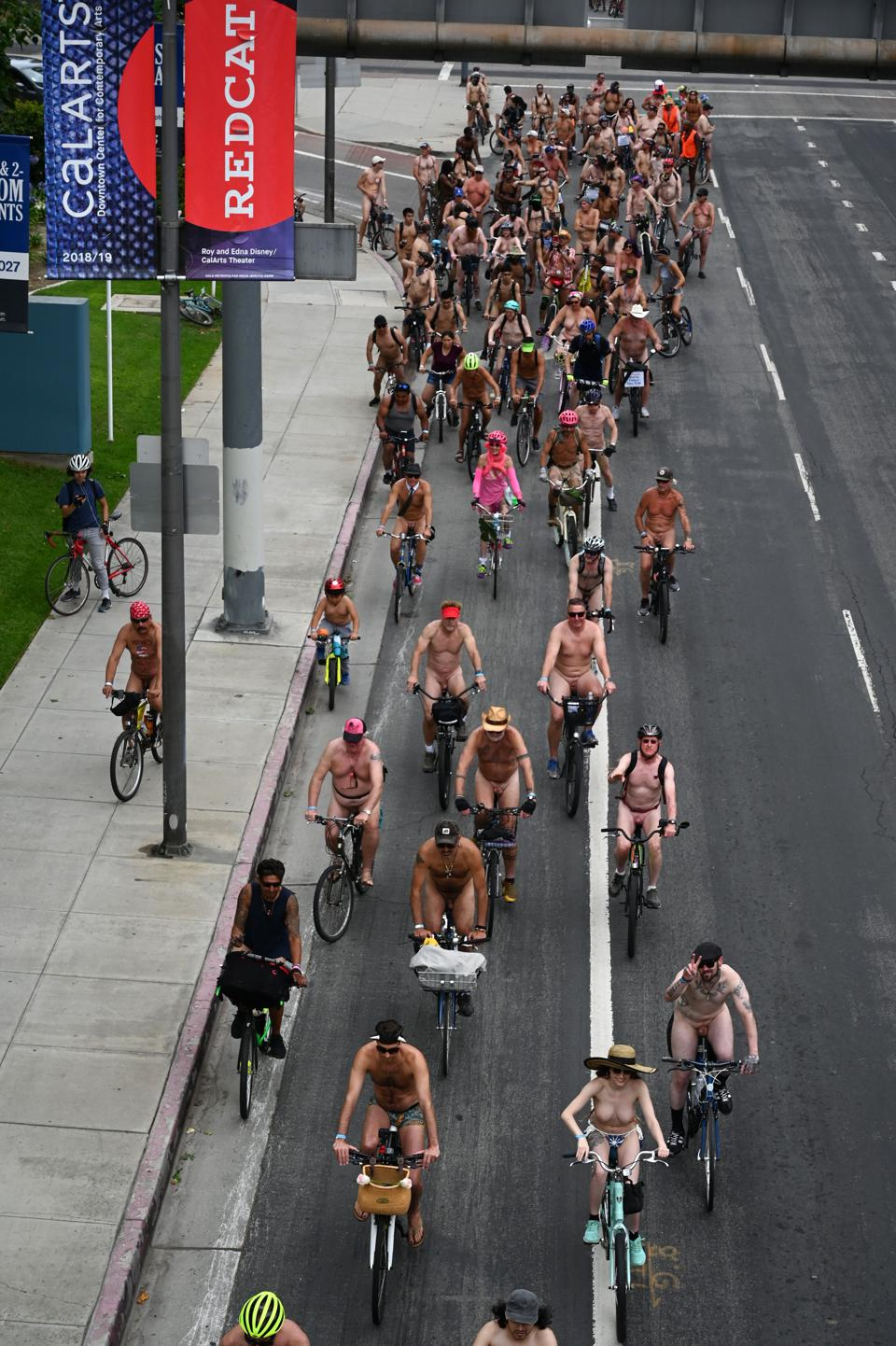 US-CYCLING-NUDE-OFFBEAT-LYFESTYLE