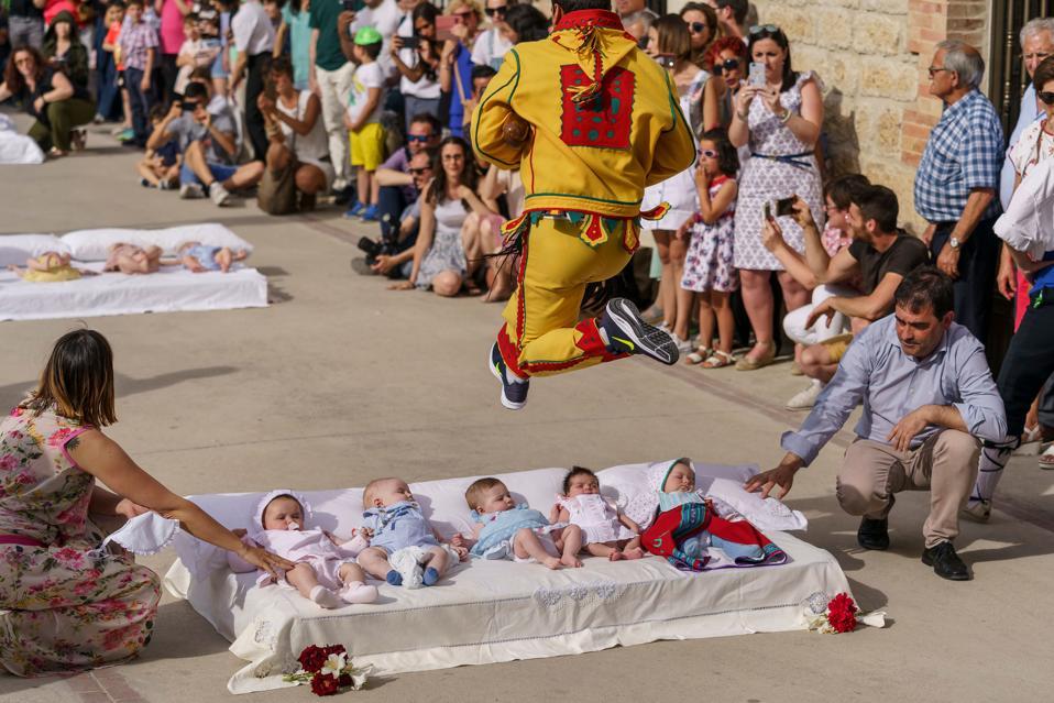 SPAIN-TRADITION-RELIGION-FESTIVAL-TOURISM