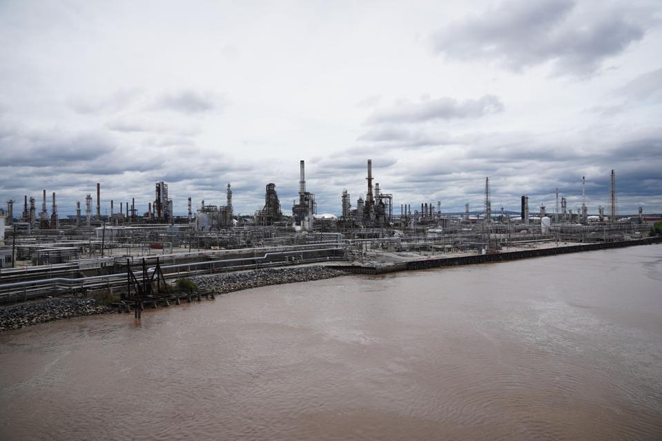 U.S.-PHILADELPHIA-OIL REFINERY-FIRE-CONTAINING