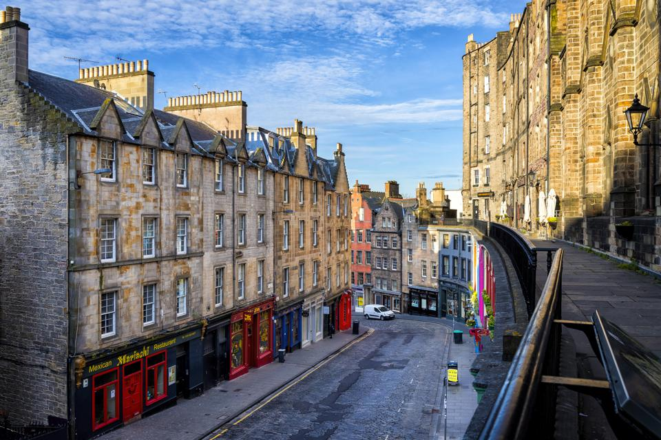 Famously colourful Victoria Street in the Old Town of Edinburgh, Scotland, UK