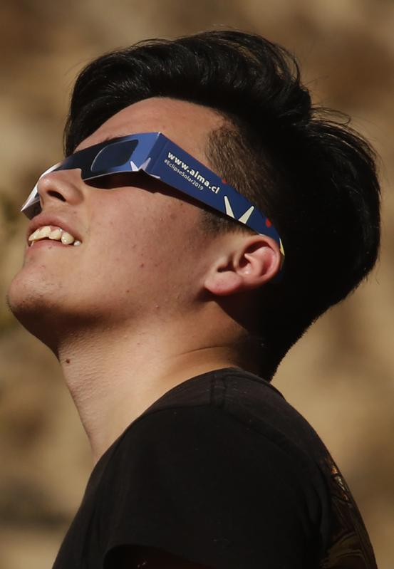 Solar eclipse glasses will be essential to watch 2023's annular. (Photo by Marcelo Hernandez/Getty Images)