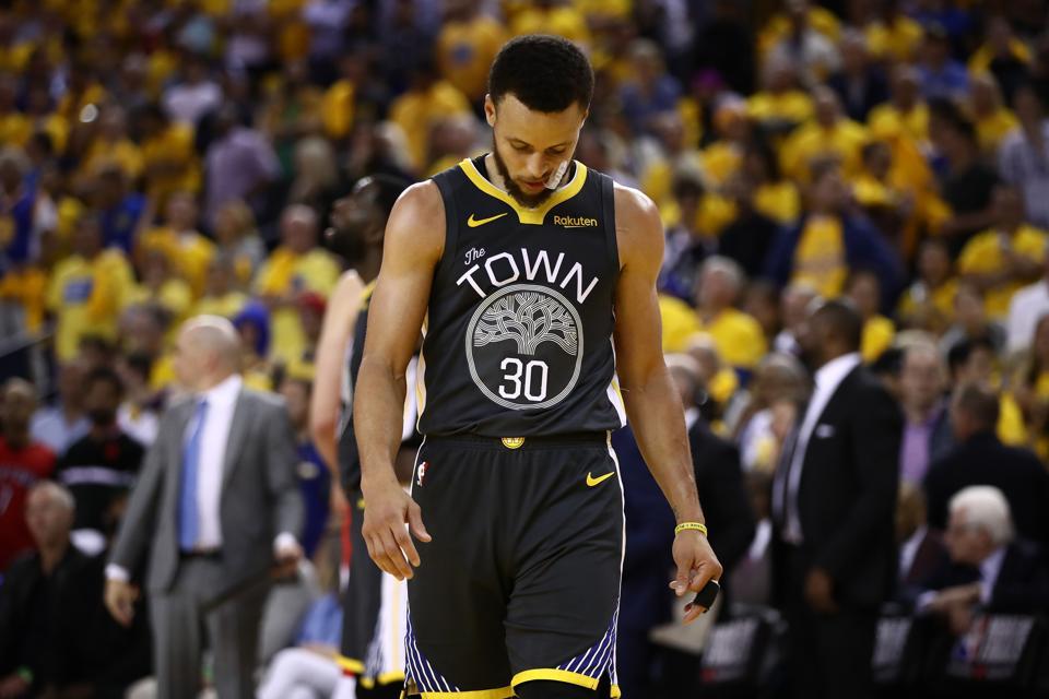 Sự tự tin thái quá của Golden State Warriors đang khiến họ phải trả giá cực đắt tại NBA Finals