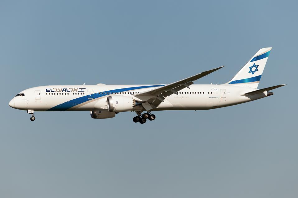 An El Al Israel Airlines Boeing 787-9 Dreamliner landing at...