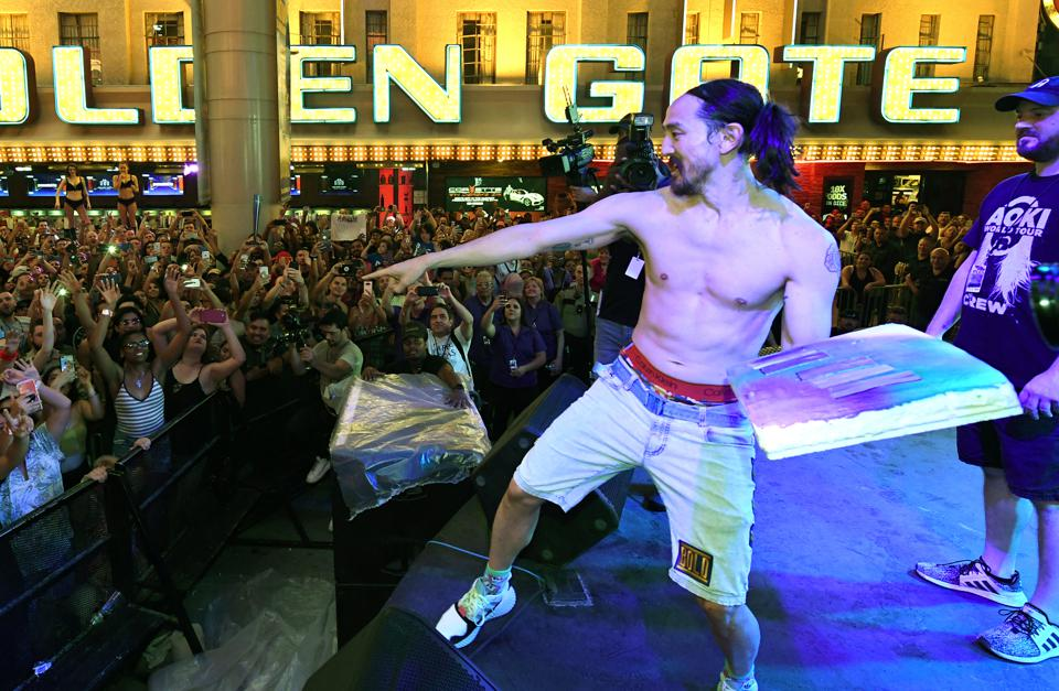 Steve Aoki Hosts Premiere Of New Viva Vision Light Show At Fremont Street Experience