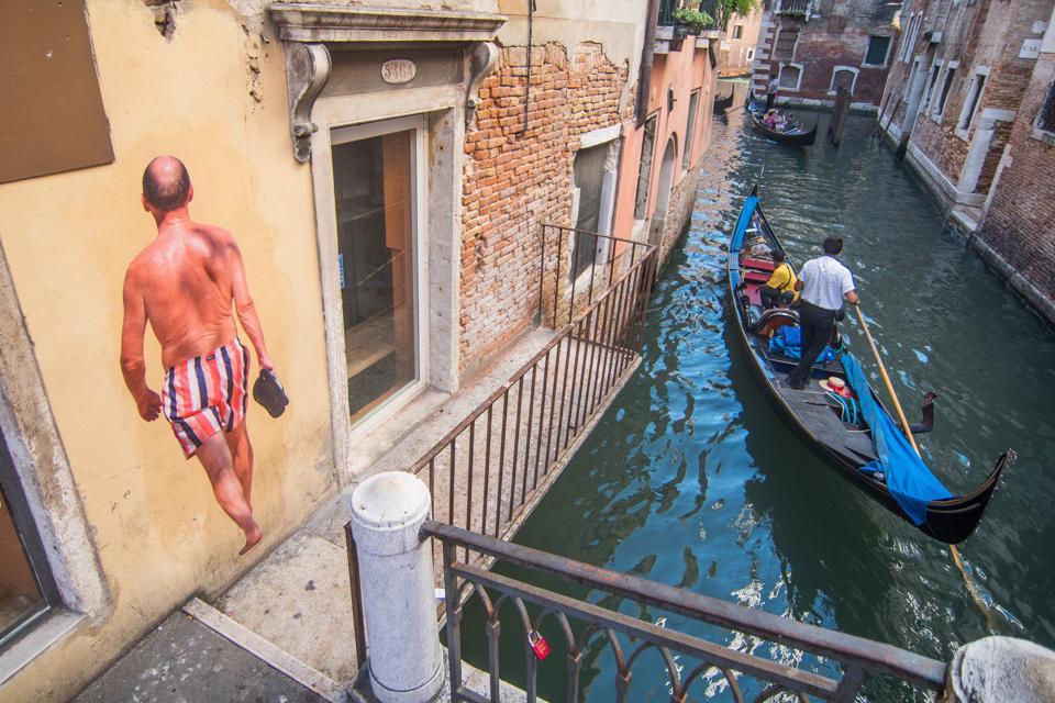 New Graffiti Artwork Appears In Venice