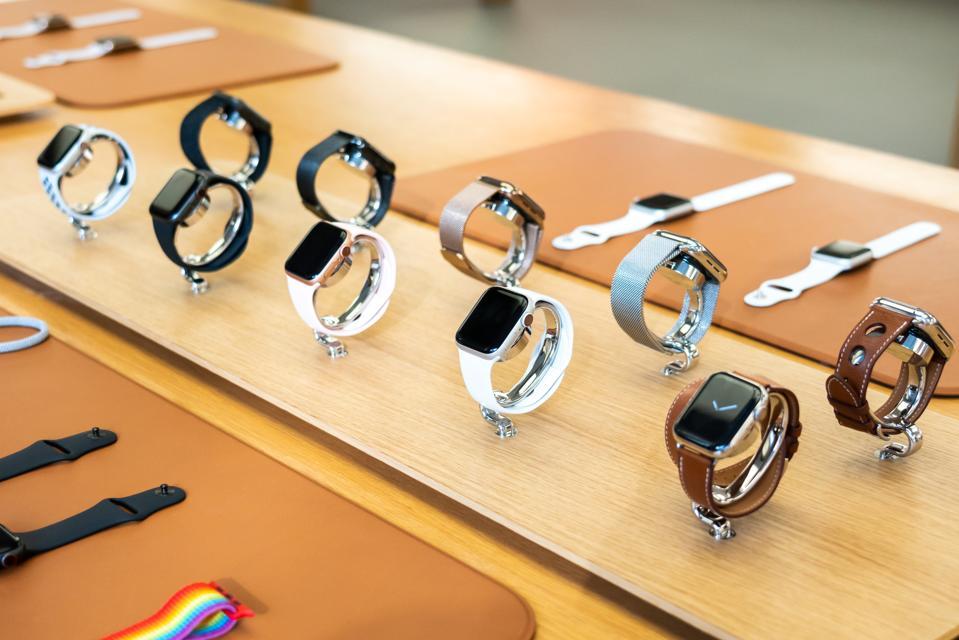 Apple Watch Series 4 näkyy Apple Store -kaupassa ...