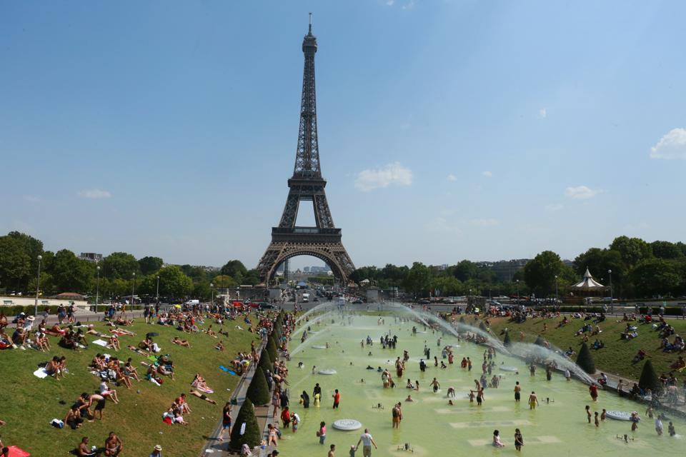 Paris Swelters Amid European Heatwave