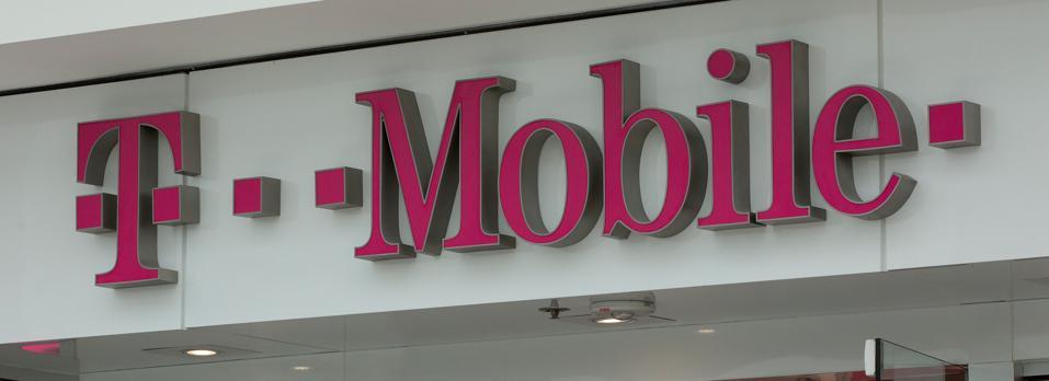 US-IT-telecom-wireless-merger-TMobile-Sprint