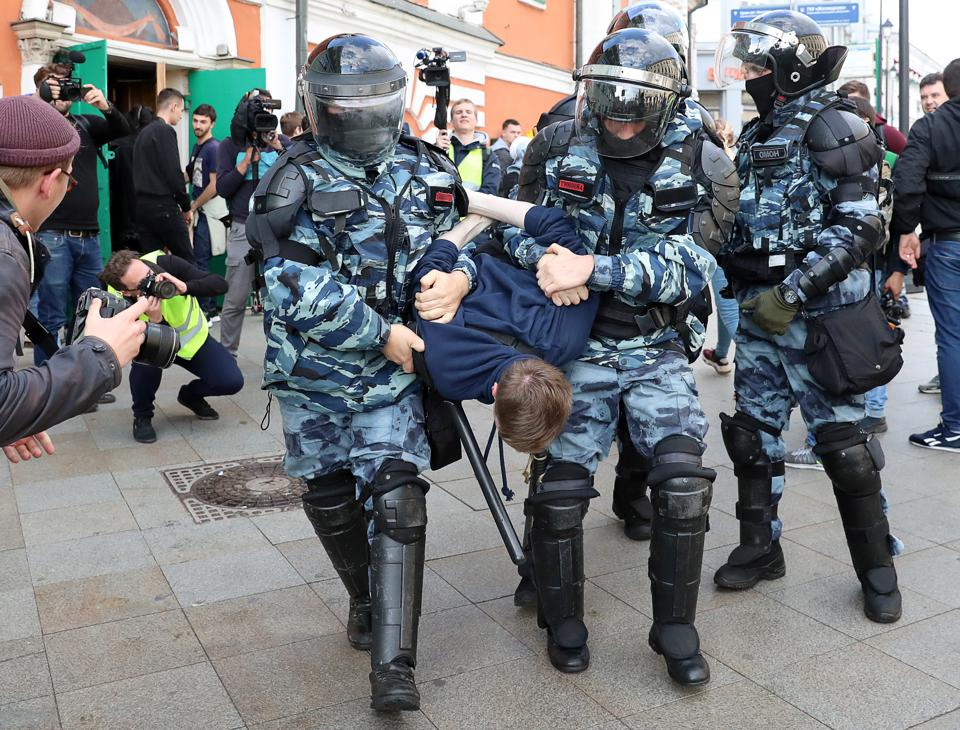 Opposition stages unsanctioned protests in Moscow ahead of local government election.