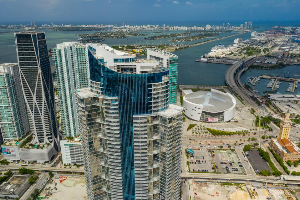 Aerial photo Miami Paramount Worldcenter Tower near completion