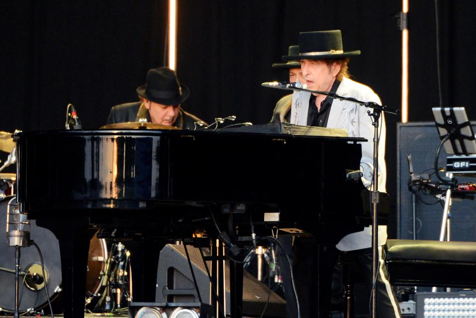 Bob Dylan & Neil Young Perform In Hyde Park