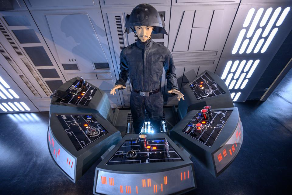 Star Wars show ″Outpost One″