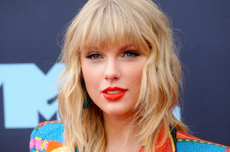 Taylor Swift attends the VMA Awards. (