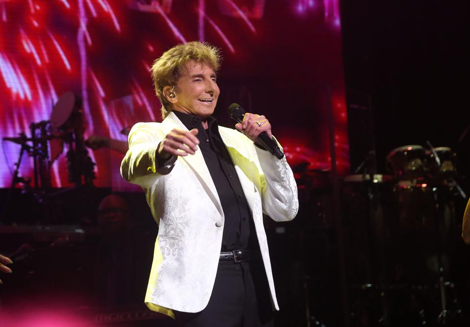 Review: Barry Manilow Delivers At The Hollywood Bowl
