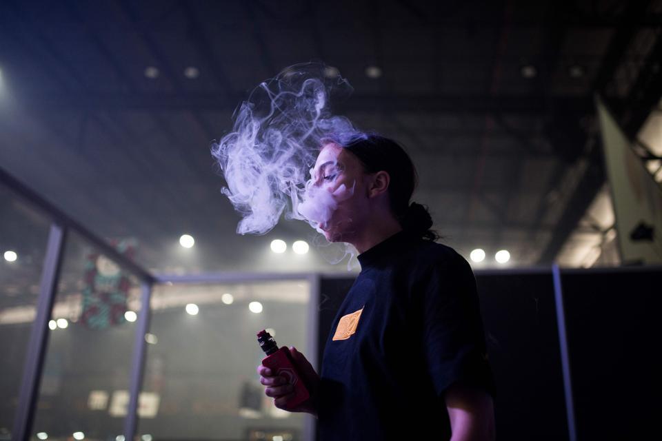 SAFRICA-LIFESTYLE-LEISURE-SMOKING-VAPE