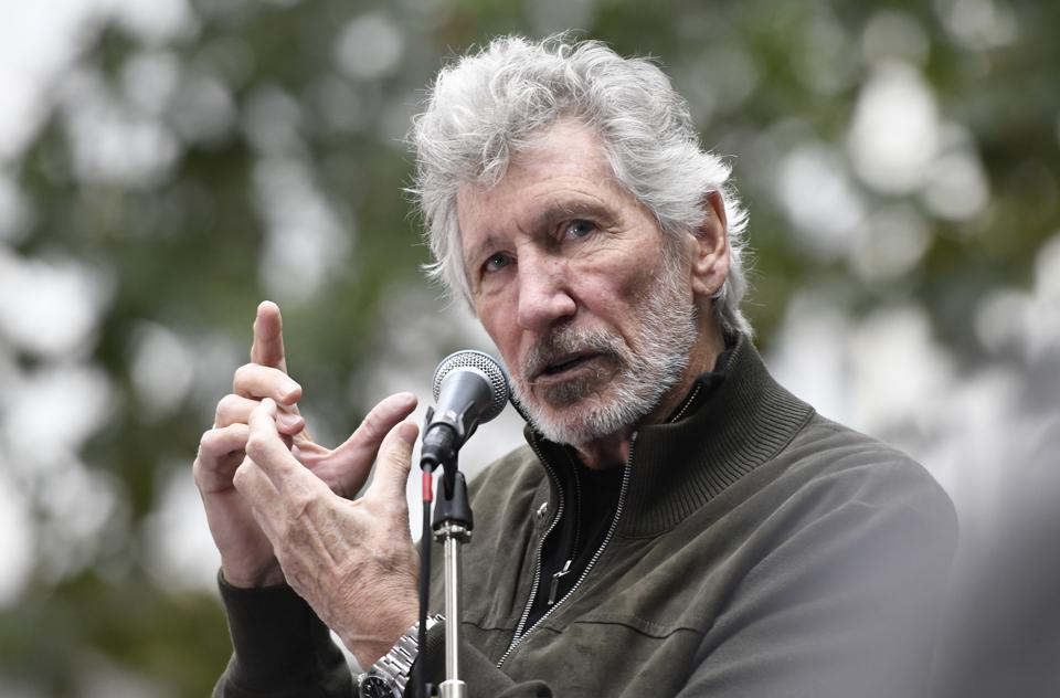 Roger Waters speaks during the Don't Extradite Assange rally...