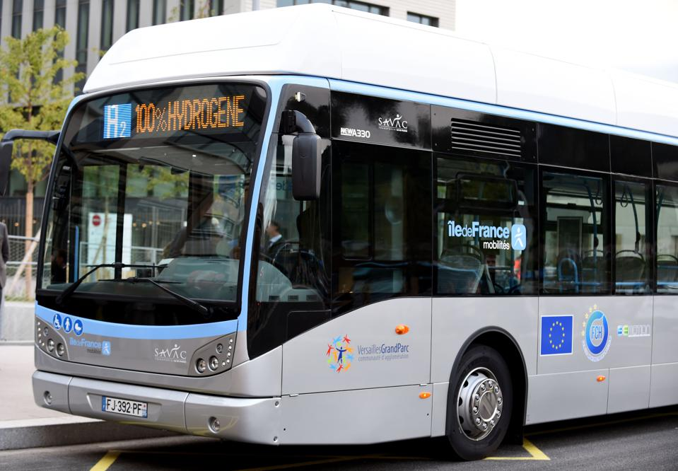 FRANCE-TRANSPORT-ENVIRONMENT-HYDROGEN-ELECTRICITY