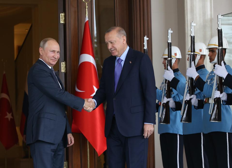 Venäjän presidentti Vladimir Putin osallistuu Venäjän, Turkin ja Iranin huippukokoukseen Ankarassa