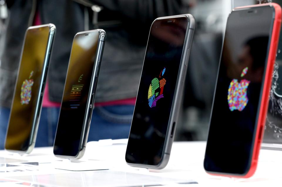 Apple launches new iPhone sales in Russia