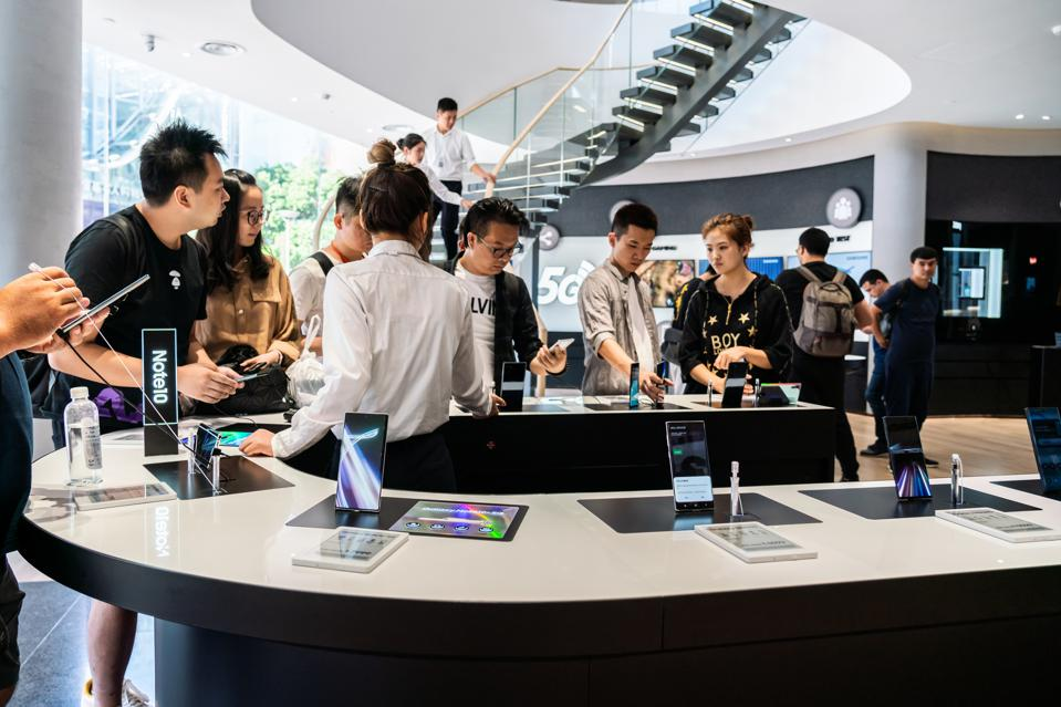 Customers look at Samsung Galaxy Note 10+ 5G smartphones.