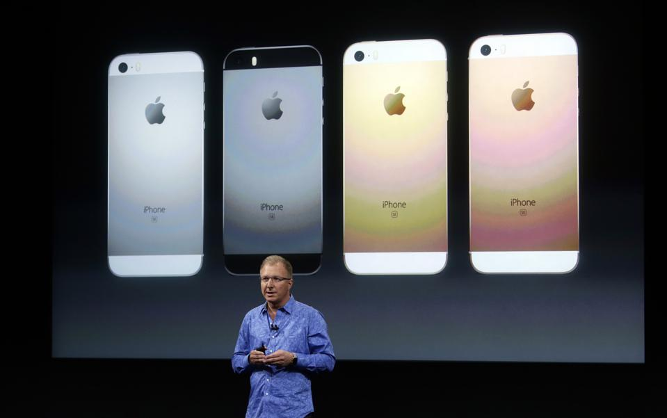 Apple VP Greg Joswiak introduces the new Apple iPhone SE at a product launch event Monday morning, March 21, 2016, at Apple headquarters in Cupertino, Calif. (Karl Mondon/Bay Area News Group)