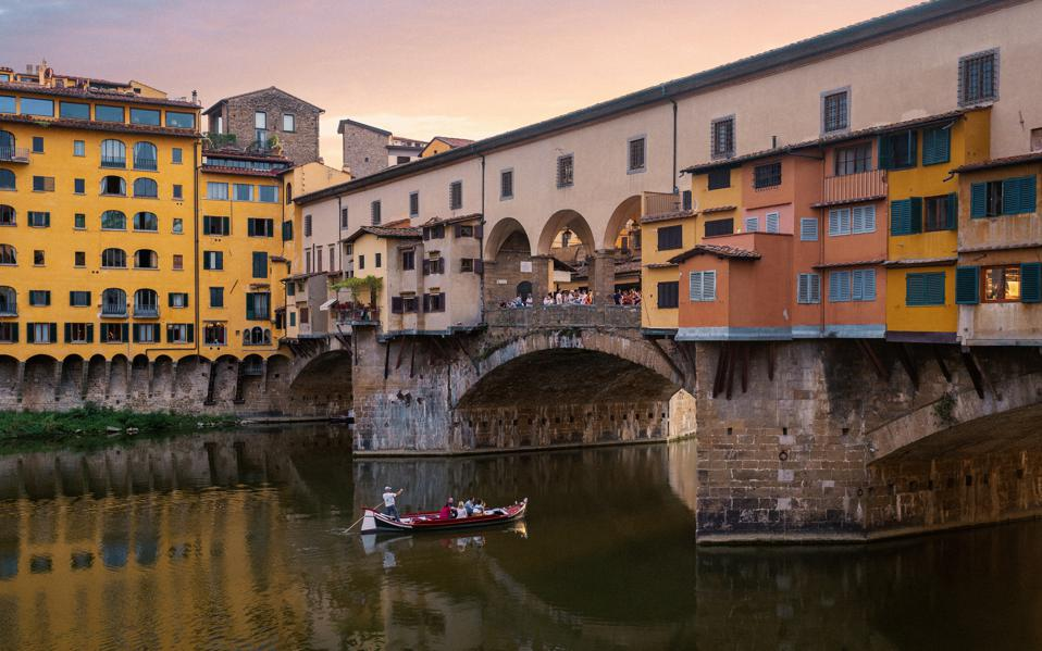 Boat, Ponte Vecchio, River Arno, Florence, Tuscany, Italy