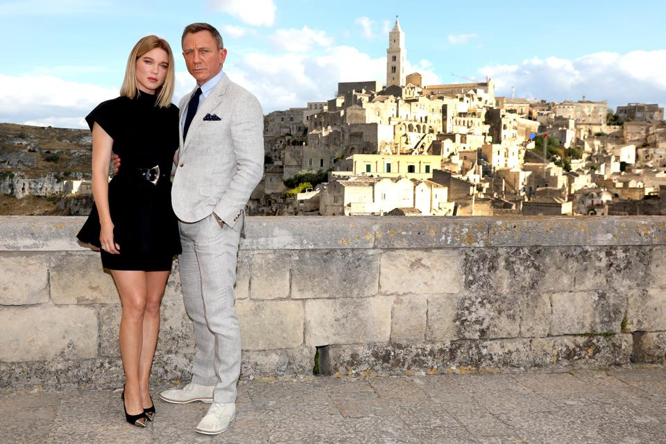 """How The """"No Time To Die"""" Trailer Release Triggered An Xmas Rush On Super-suave Bond Fashion"""