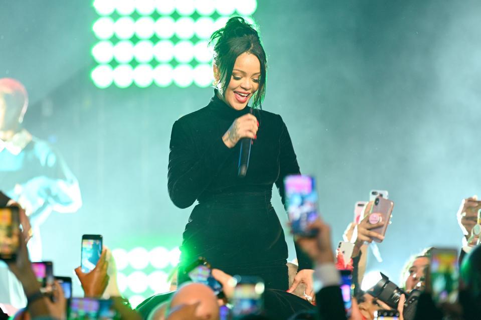 Rihanna Anti 200 weeks Billboard 200 black female artist