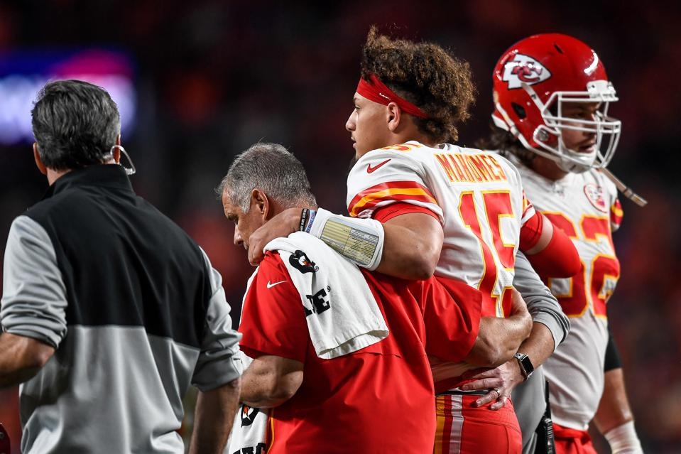 Patrick Mahomes Has A Patellar Dislocation; This Is What It Means