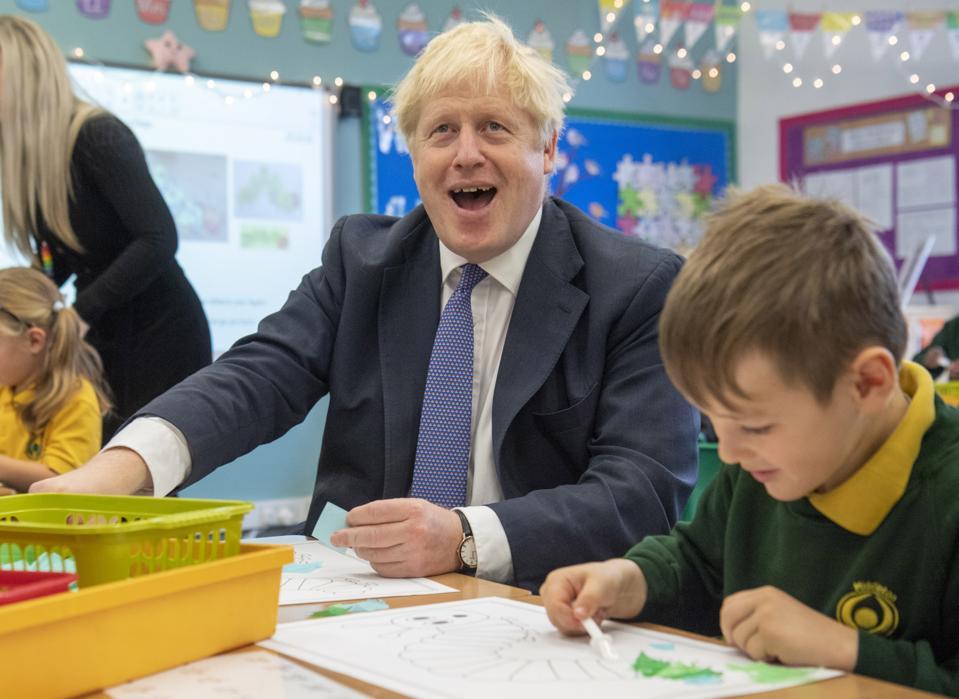 Boris Johnson posjećuje školu i bolnicu u Buckinghamshireu